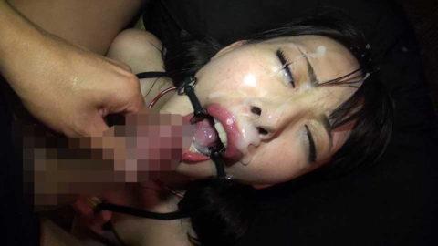 【エロ画像】口内発射を嫌がる女にヤル事でコレww抵抗不可避wwwwww・6枚目