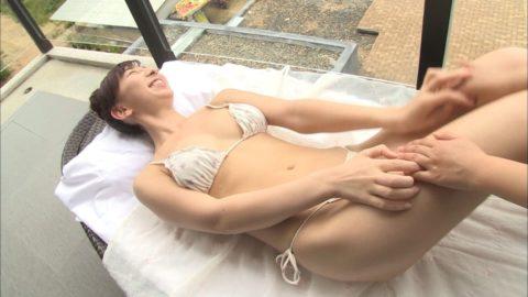 飯田里穂(声優)が乳輪が見えちゃった瞬間がこちらwwwwwww(エロ画像)・6枚目
