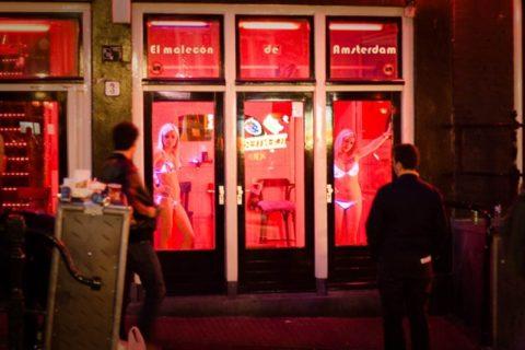 【売春婦】オランダの「飾り窓」とかいうシステム考えたヤツ天才すぎwwwwww(画像あり)・6枚目