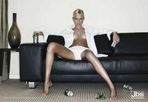 【エロ画像】ガチでエロすぎる広告画像集。おっぱいデカすぎて草wwwwww・6枚目
