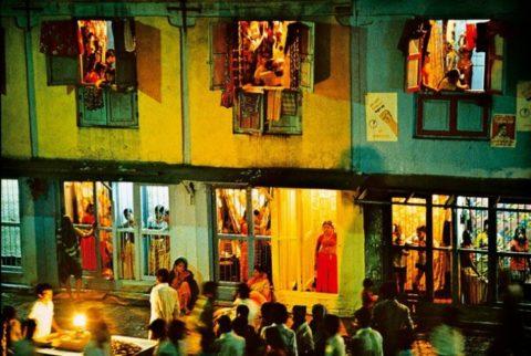 【売春婦】オランダの「飾り窓」とかいうシステム考えたヤツ天才すぎwwwwww(画像あり)・7枚目