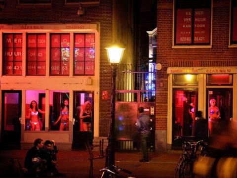 【売春婦】オランダの「飾り窓」とかいうシステム考えたヤツ天才すぎwwwwww(画像あり)・9枚目