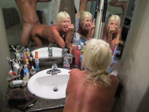 【素人エロ】鏡越しにセックスを撮影する彼氏、破局後に流出させる・・・・12枚目