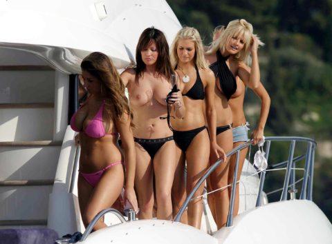 【エロ画像】海外の船上パーティー。このセレブの遊びは羨ましい・・・・14枚目
