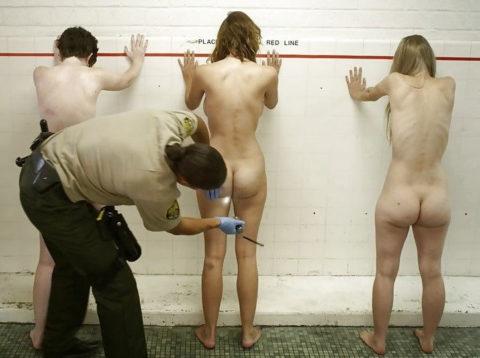 【海外】女子刑務所の実態を撮影した画像。ただの性的虐待の現場だった・・・(画像あり)・14枚目