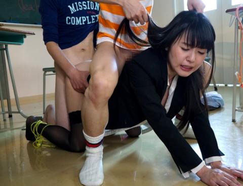 【エロ画像】女教師が教え子の生徒とセックスする光景。これ見ると色々妄想するわwwwwww・20枚目