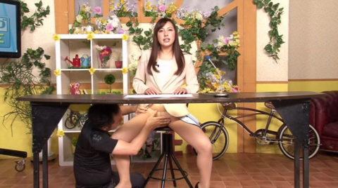 女子アナウンサーが本番中に本番セックスするっていう状況wwwwwww(エロ画像)・27枚目
