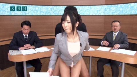 女子アナウンサーが本番中に本番セックスするっていう状況wwwwwww(エロ画像)・5枚目