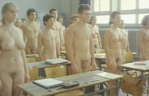 全裸で学校の授業を受ける生徒たちが撮影される。何の宗教なの??wwwww(エロ画像)・7枚目