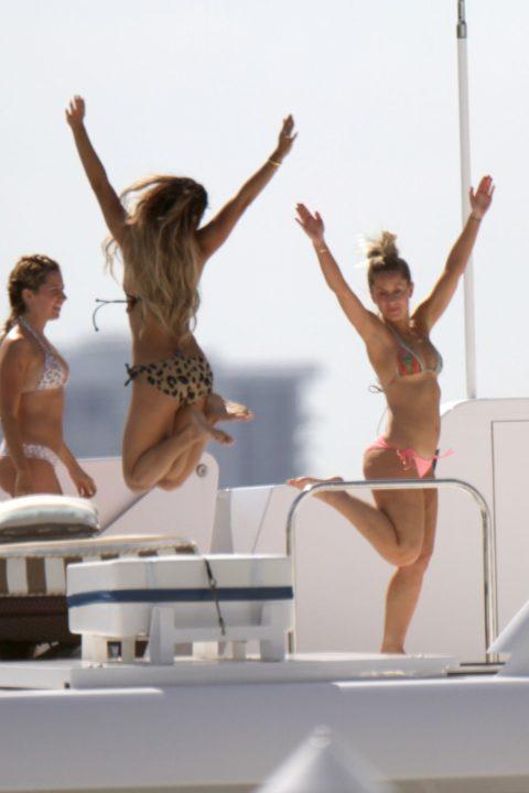 【エロ画像】海外の船上パーティー。このセレブの遊びは羨ましい・・・・9枚目