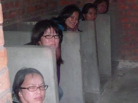 【盗撮】中国の「女子トイレ」が盗撮の宝庫だと話題に。。これはヒドイ・1枚目