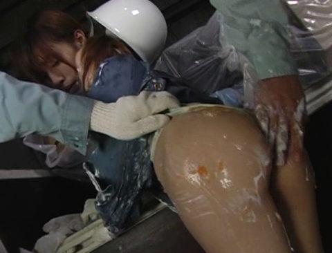 【エロ画像】肉体労働系女子の作業服エロ画像ってこんなにエロかったの?wwwww・11枚目