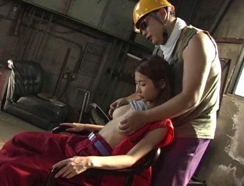 【エロ画像】肉体労働系女子の作業服エロ画像ってこんなにエロかったの?wwwww・12枚目