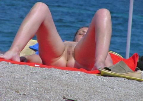 ヌーディストビーチで超ベストアングルで盗撮した写真がこちら。。パーフェクト!wwwww・15枚目