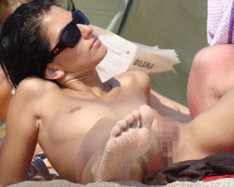 ヌーディストビーチで超ベストアングルで盗撮した写真がこちら。。パーフェクト!wwwww・16枚目