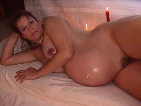 【ボテ腹】臨月妊婦の素人まんさん、ヌードを撮影して拡散する。。(30枚)・17枚目