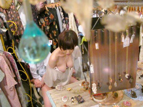 【エロ画像】営業中の店内で密かにセックスしてる証拠画像がこちらwwwww・16枚目