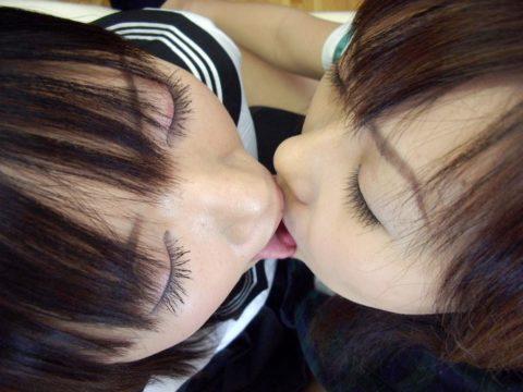 【エロ画像】清楚な女の子、制服でレズプレイしてるんだが…(エロ画像29枚)・2枚目