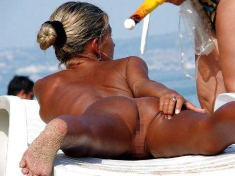 ヌーディストビーチで超ベストアングルで盗撮した写真がこちら。。パーフェクト!wwwww・23枚目