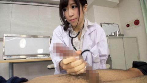 【エロ画像】女医に診察中に包茎を弄ばれた・・・ショックだけど興奮不可避wwwww・26枚目