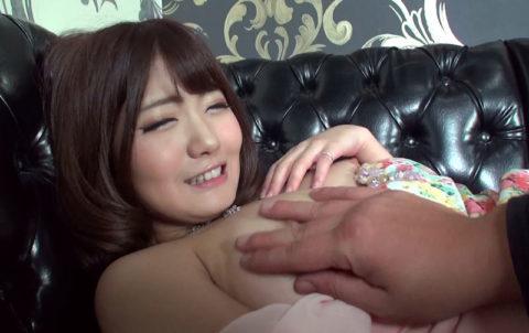 【エロ画像】キャバ嬢まんさん、セクハラされても笑ってやり過ごすwwwwwww・28枚目