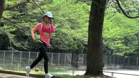"""ノーブラ女さん、そのままマラソンしておっぱいが""""ゆっさゆっさ""""しちゃうwwwww(エロ画像)・3枚目"""