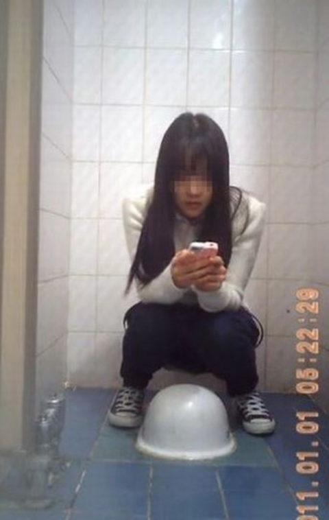 【盗撮】中国の「女子トイレ」が盗撮の宝庫だと話題に。。これはヒドイ・31枚目