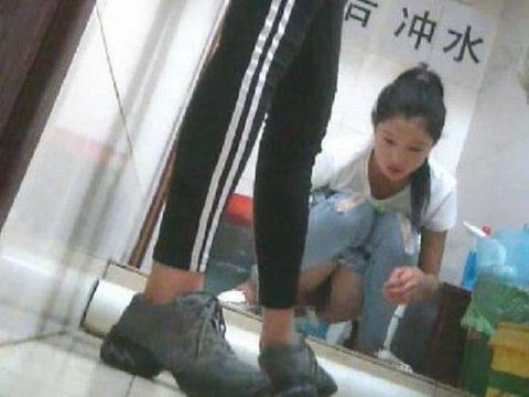 【盗撮】中国の「女子トイレ」が盗撮の宝庫だと話題に。。これはヒドイ・33枚目