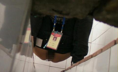 【盗撮】中国の「女子トイレ」が盗撮の宝庫だと話題に。。これはヒドイ・5枚目