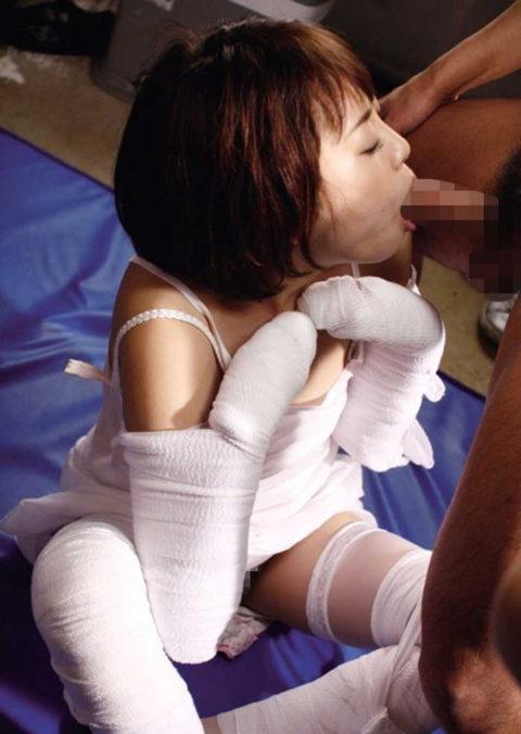 【レイプ画像】怪我してボッロボロの女を犯すマジキチが撮影した画像。。・7枚目