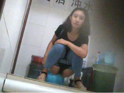 【盗撮】中国の「女子トイレ」が盗撮の宝庫だと話題に。。これはヒドイ・8枚目