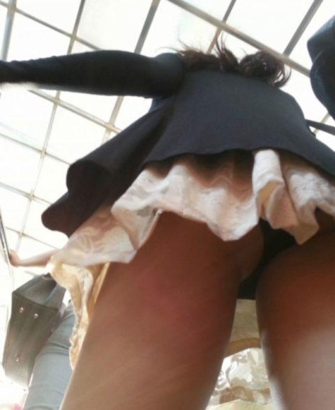 【街撮り】韓国の街中に蔓延る美脚美女を盗撮する犯罪者が撮影したモノwwwwww・16枚目