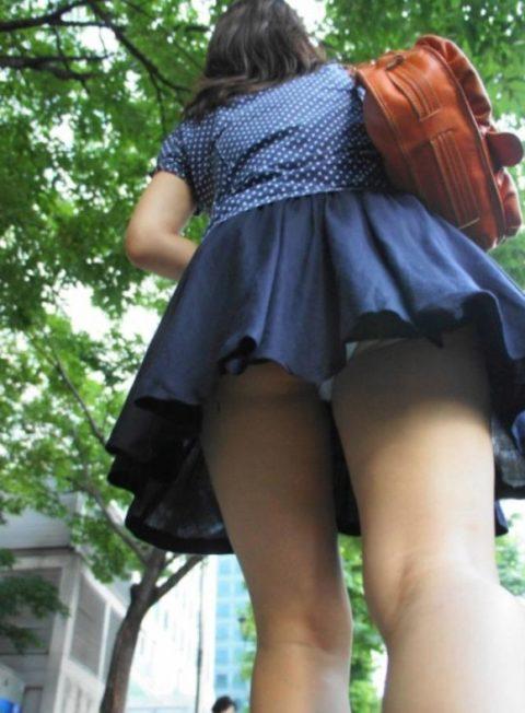 【街撮り】韓国の街中に蔓延る美脚美女を盗撮する犯罪者が撮影したモノwwwwww・17枚目