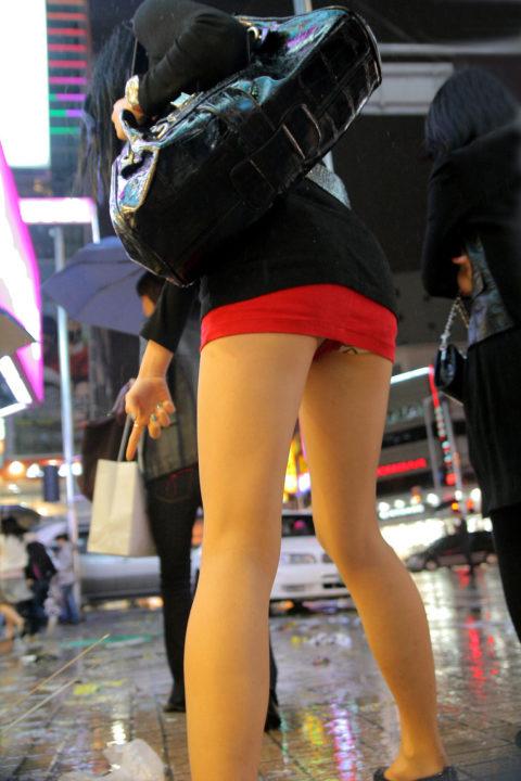 【街撮り】韓国の街中に蔓延る美脚美女を盗撮する犯罪者が撮影したモノwwwwww・18枚目