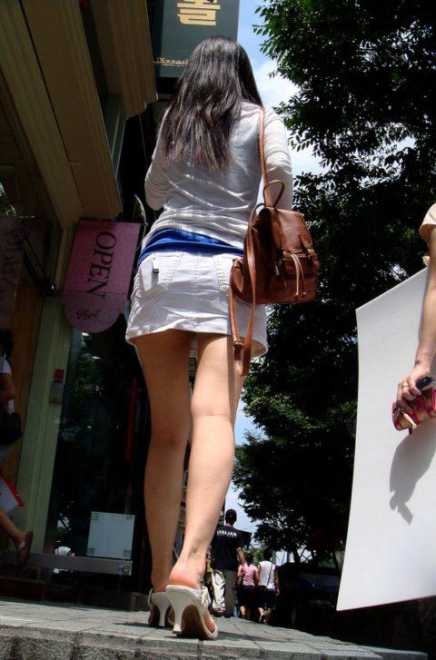 【街撮り】韓国の街中に蔓延る美脚美女を盗撮する犯罪者が撮影したモノwwwwww・23枚目