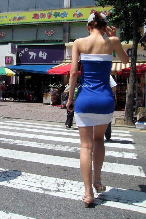 【街撮り】韓国の街中に蔓延る美脚美女を盗撮する犯罪者が撮影したモノwwwwww・27枚目