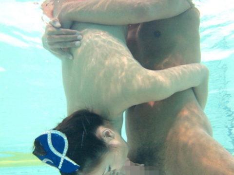 【エロ画像】性欲の為に命を懸ける男女がこちら。射精か溺死…