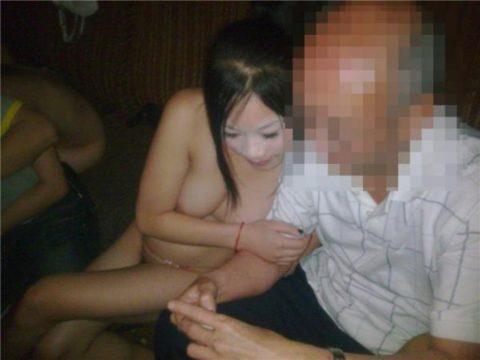 【エロ画像】中国のカラオケバー、エロエロやけど感染は覚悟やでwwwwwww・1枚目