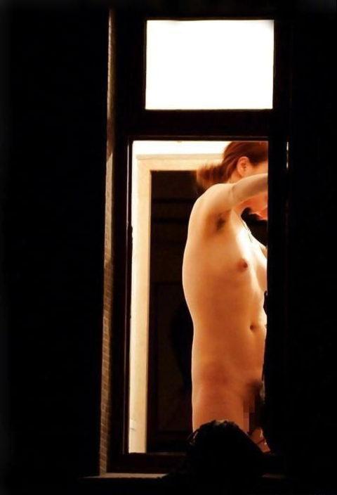【盗撮】民家の窓を望遠で撮影した有能な奴が晒したエロ画像wwwwwww・10枚目