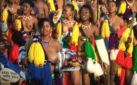 【エロ画像】現地に行って撮影してきた「民族衣装」本場のエロさはヤバいwwwwww・16枚目