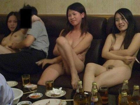 【エロ画像】中国のカラオケバー、エロエロやけど感染は覚悟やでwwwwwww・17枚目