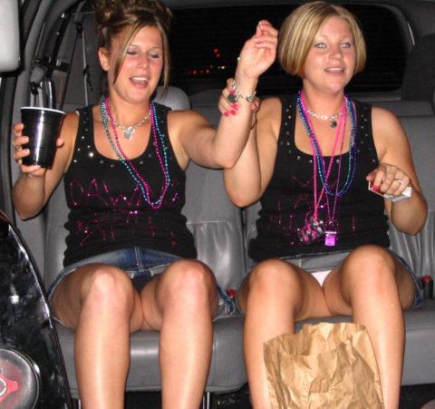【エロ画像】流行りの リムジン女子会 で酒に飲まれた女の末路。。・17枚目