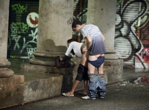 売春婦が路上で仕事してる風景を撮影したエロ画像。日本ではありえないwwwww・21枚目