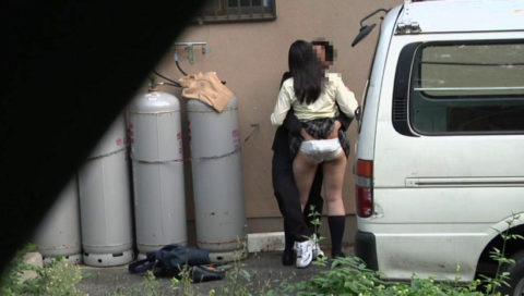 【エロ画像】金無しバカップル、昼間から青姦して撮影されるwwwwww・21枚目