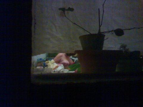 【盗撮】民家の窓を望遠で撮影した有能な奴が晒したエロ画像wwwwwww・21枚目