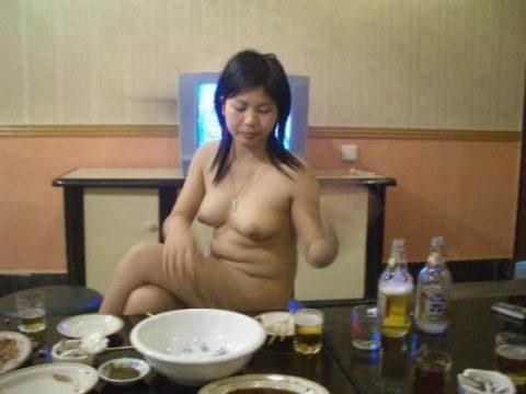 【エロ画像】中国のカラオケバー、エロエロやけど感染は覚悟やでwwwwwww・23枚目