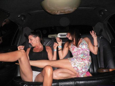 【エロ画像】流行りの リムジン女子会 で酒に飲まれた女の末路。。・23枚目