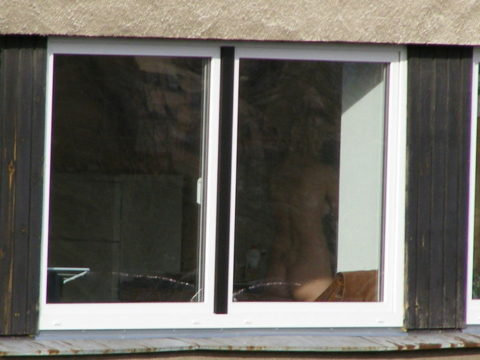 【盗撮】民家の窓を望遠で撮影した有能な奴が晒したエロ画像wwwwwww・25枚目