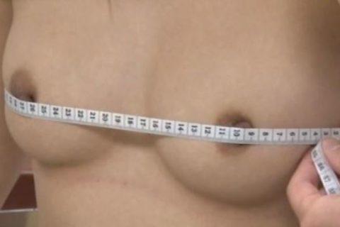 【おっぱい】身体測定の時にメジャーでバストサイズを測る先生の悪意wwwwww・3枚目