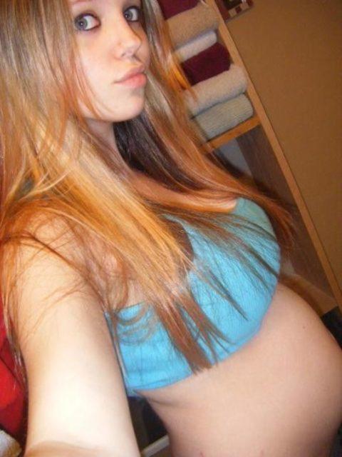 【素人エロ】若くして妊娠してしまった「ボテ腹女子」SNSにうpした画像wwwwww・34枚目